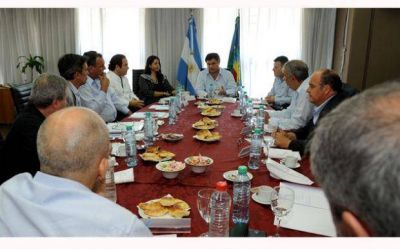 Ducoté e intendentes bonaerenses se reunieron con Ministros en La Plata