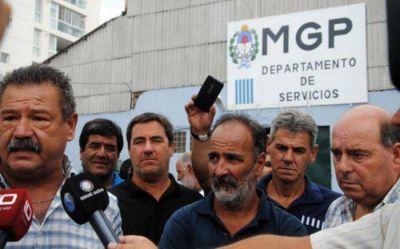Municipales denunciaron que el Director General del Puerto prometió llevar a la Intendencia a los empleados de Servicios en bolsas negras…