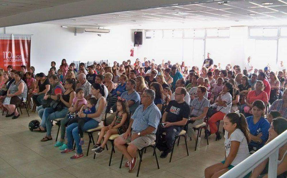 El CECO entregó más de 500 guardapolvos y útiles escolares