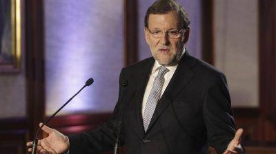 Herido, Rajoy no se rinde y se alista para una larga batalla