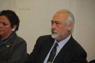 Guzmán consideró necesaria una renovación en las filas de la UCR