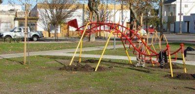 El Municipio realizará el recambio de juegos en parques