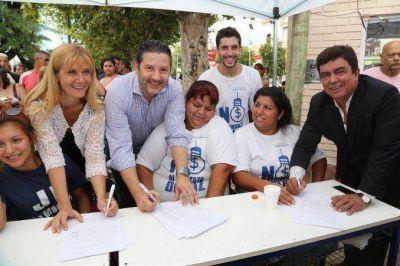 El PJ bonaerense junta firmas contra el tarifazo el�ctrico