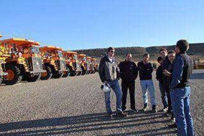 Comitiva provincial supervis� obras en represas sobre el r�o Santa Cruz