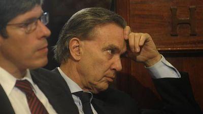 Dos nuevas fisuras en el bloque del FPV en el Senado: deserción y voto dividido