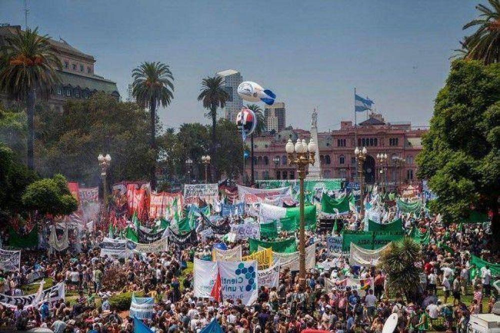 Multitudinario acto en Plaza de Mayo