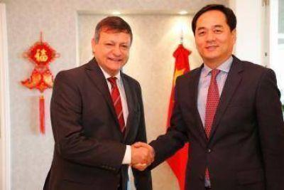 """Peppo y el embajador chino proyectan """"afianzar lazos comerciales y políticos"""""""