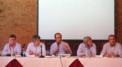 Versiones encontradas sobre la reunión de la UCR con funcionarios del Gobierno