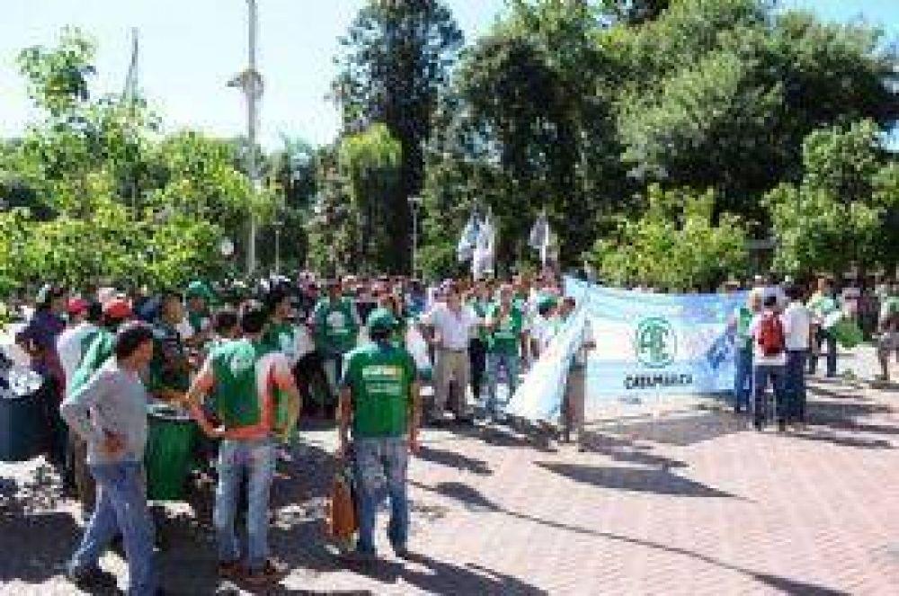Para ATE, son 300 los empleados municipales echados en la provincia