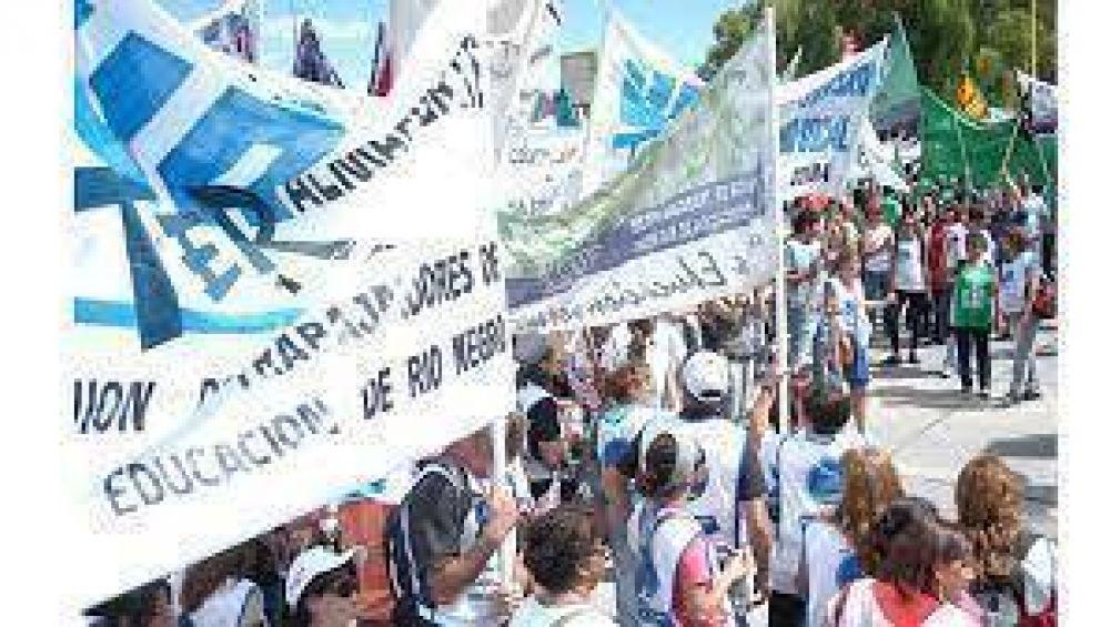 La asamblea de la Unter de Cipolletti decidió rechazar la propuesta salarial y no iniciar las clases