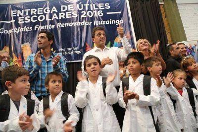 Sergio Massa entregó 1000 kits escolares a alumnos de Ituzaingó