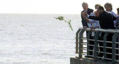 Hollande junto a Carlotto: