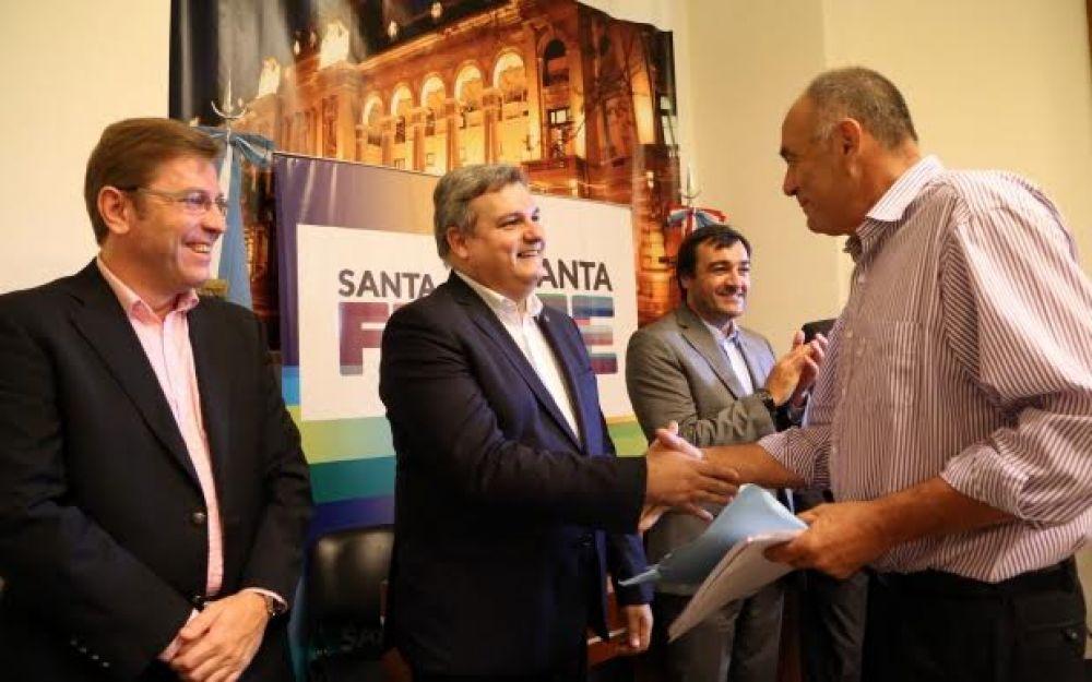 Borla participó del acto de entrega de anticipos financieros para la construcción de viviendas