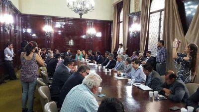 Frigerio comprometió recursos a intendentes para reactivar obras