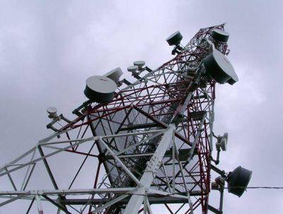 Podrían instalar antenas de telefonía móvil en azoteas de edificios públicos