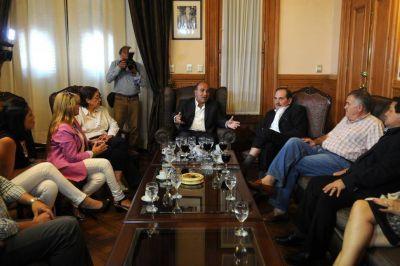 Manzur se apoya en diputados y senadores del PJ