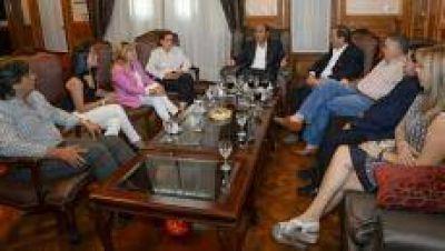 Manzur instó a senadores y diputados locales a insistir por la coparticipación