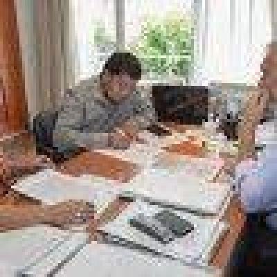 Avanza firma de convenios con municipios por limpieza de escuelas