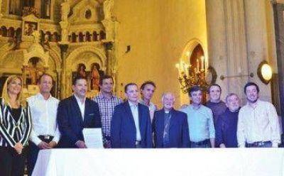 Francisco abrió el juego y convocó a intendentes de varias fuerzas políticas en Capital