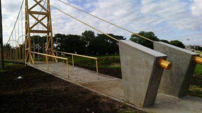 Se habilitó el puente colgante de calle Merlo