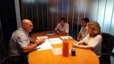 Funcionarios saladillenses del �rea de Deportes junto a la Diputada Lord�n se reunieron con el Subsecretario provincial