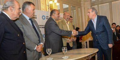 Manzur firmó con 15 entidades para el uso de la imagen del Bicentenario