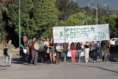 ATEN y personal del Hospital marcharon juntos en defensa de la Escuela Pública