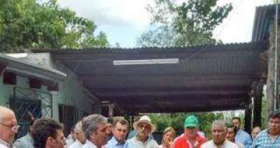 Cano visitó las zonas inundadas y se reunió con productores cañeros afectados