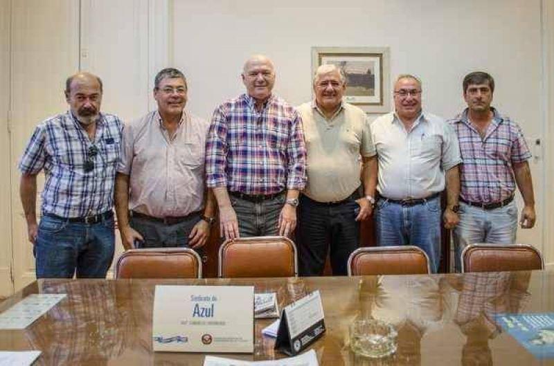Una comitiva de dirigentes de la Federación Argentina de Trabajadores de Luz y Fuerza estuvo ayer en  Azul