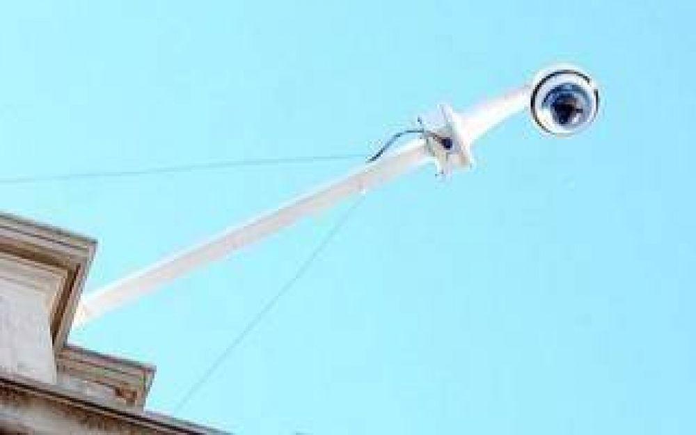 Tres de Febrero: Gestión de Curto instaló cámaras de seguridad truchas