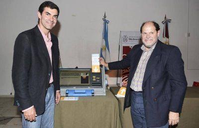 Urtubey present� la boleta �nica electr�nica en C�rdoba
