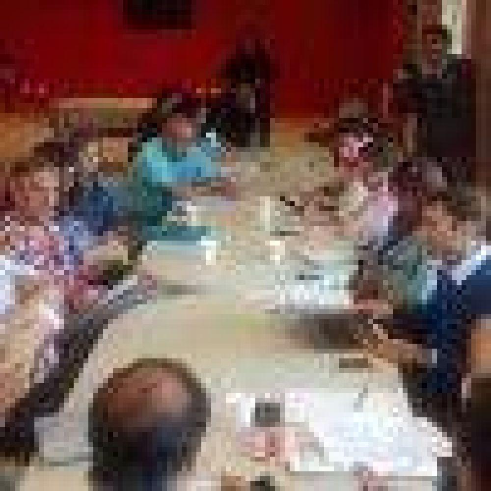 El Gobierno y ADOSAC debaten en paritarias