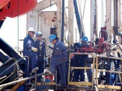 Dramático ajuste petrolero ronda el 25%