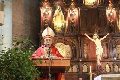 El obispo cruz� a un cura: repudi� los ataques neonazis y defendi� al Papa
