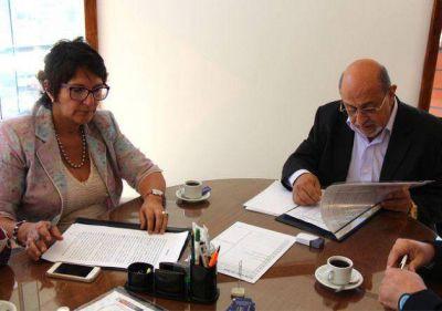 Firma de convenio entre Salud y Laboratorios Puntanos