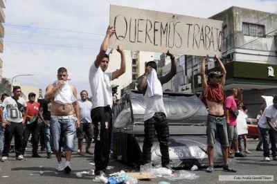 Manteros volverán a vender en la avenida Avellaneda pese al enfrentamiento con policías