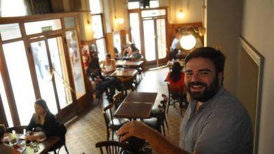 Son jóvenes y con nuevos proyectos, salieron al rescate de los bares con historia