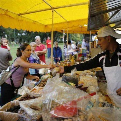 Ferias itinerantes: vecinos buscan alimentos frescos y baratos