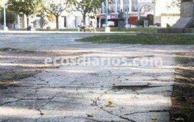 La plaza Dardo Rocha necesita recuperación y mantenimiento