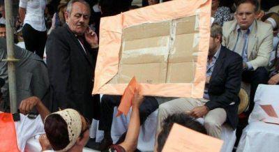 Frigerio y Cornejo sufrieron escraches en la Vendimia por los despidos de estatales