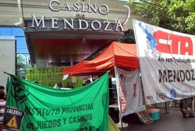 El municipio quiere desalojar el acampe del Casino