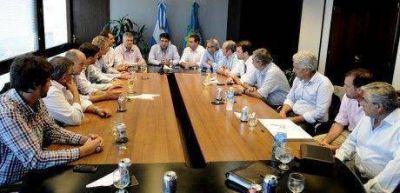 Los intendentes de T.Lauquen, General Villegas, Bragado, Jun�n, 9 de Julio, Rivadavia con Jorge Macri