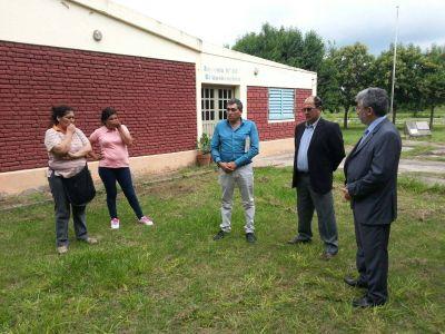 El ministro Gutiérrez recorrió las escuelas en conflicto de Santa Rosa