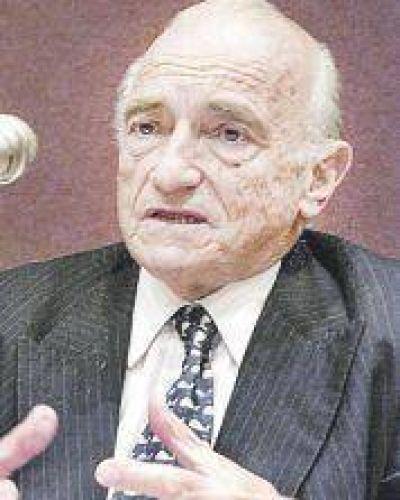"""Adiós al economista que impulsó el """"vivir con lo nuestro"""""""