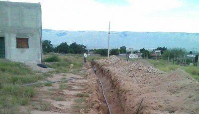 Trabajan en la ampliación de red de agua potable en el oeste de la Capital