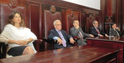 Con un Documento La Corte cuestion� a Navarro D�vila