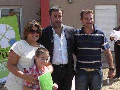 Castelli entreg� viviendas terminadas por administraci�n municipal