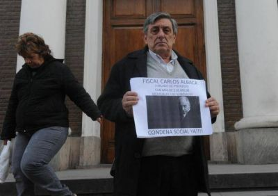 Lebbos celebr� el pedido de juicio y apunt� a los que ordenaron encubrir