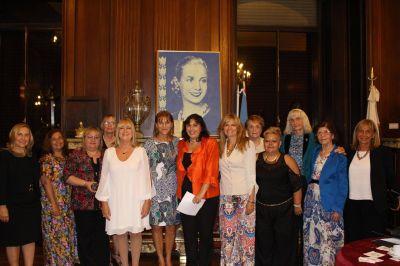 Se entregaron los Premios ACIERA Mujer en la Legislatura porte�a