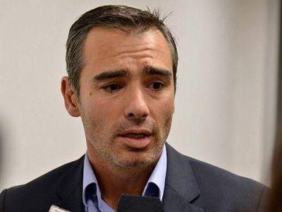 Feliú habló del incidente en su despacho y negó la existencia de un arma